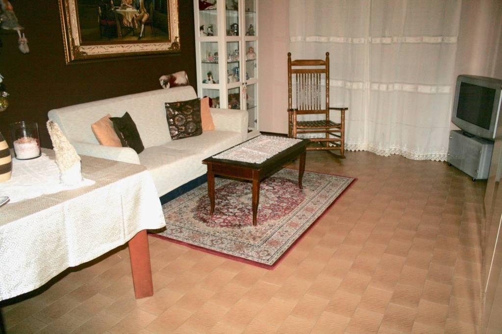 Appartamento in buone condizioni in affitto Rif. 9044623