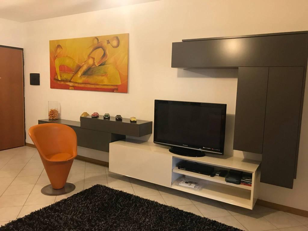 Appartamento in ottime condizioni parzialmente arredato in vendita Rif. 9045595