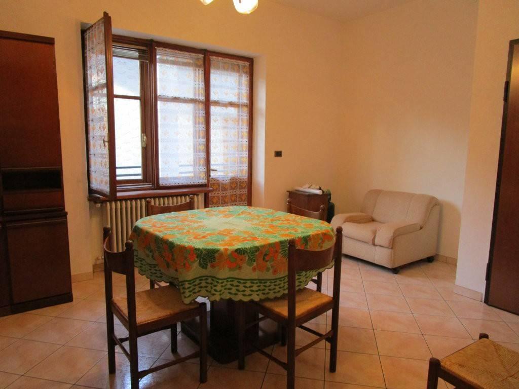 Appartamento in buone condizioni arredato in affitto Rif. 9052972