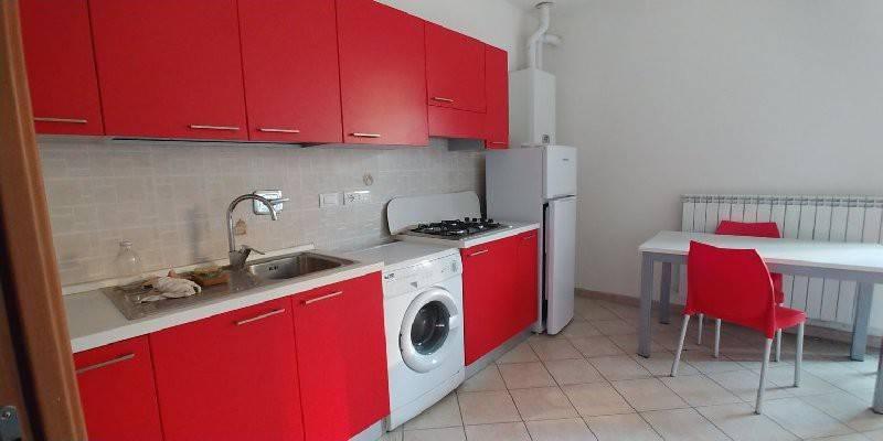 Appartamento in buone condizioni in affitto Rif. 9053432