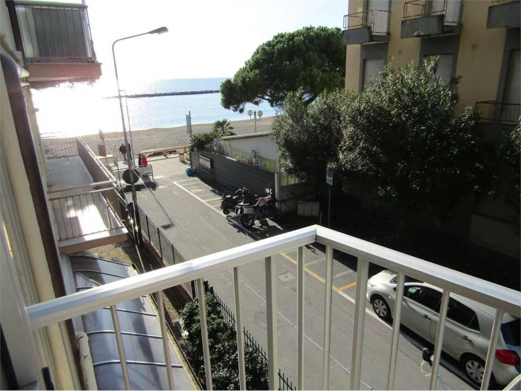 Appartamento in ottime condizioni in vendita Rif. 9052269