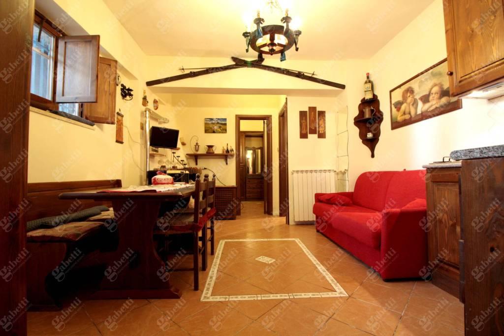 Appartamento in ottime condizioni in vendita Rif. 9052964