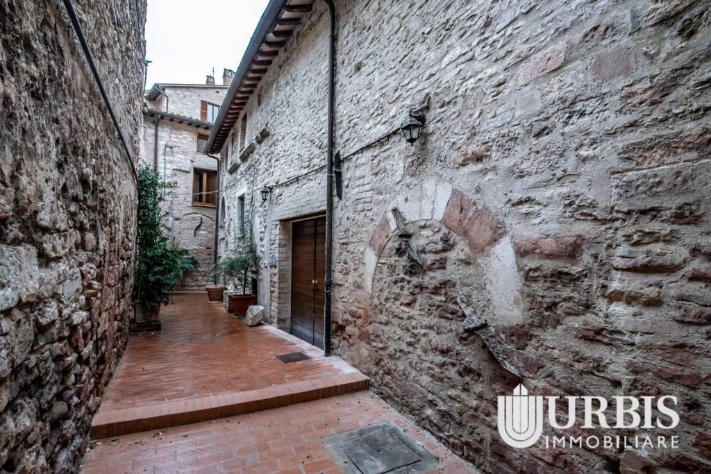 Appartamento in vendita a Assisi, 3 locali, prezzo € 150.000 | CambioCasa.it