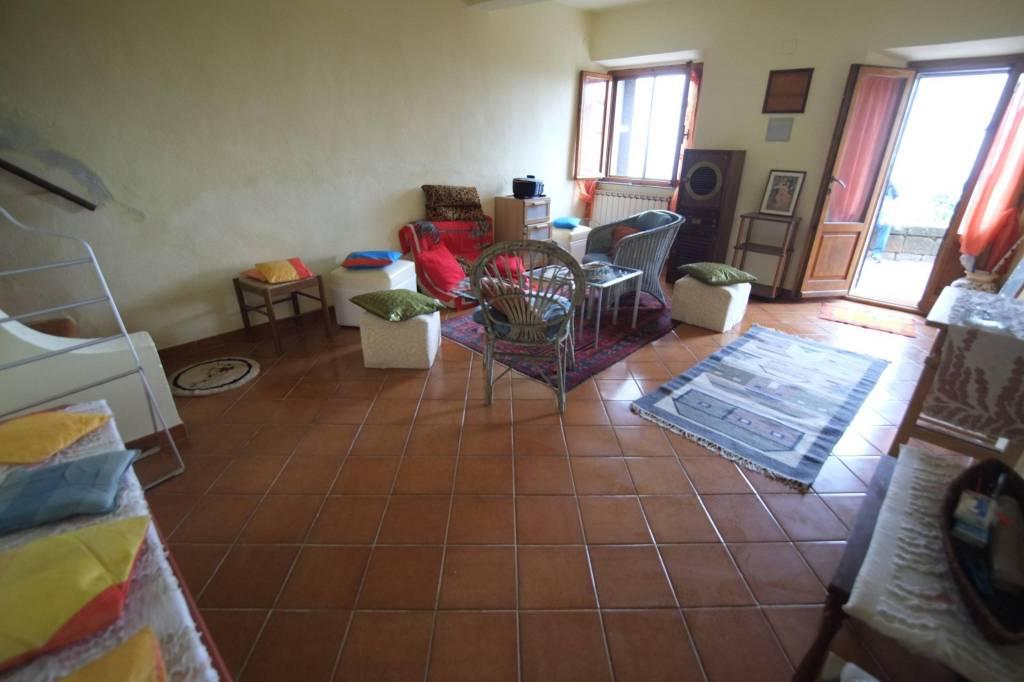 ROCCASTRADA (GR):Appartamento panoramico su due livelli