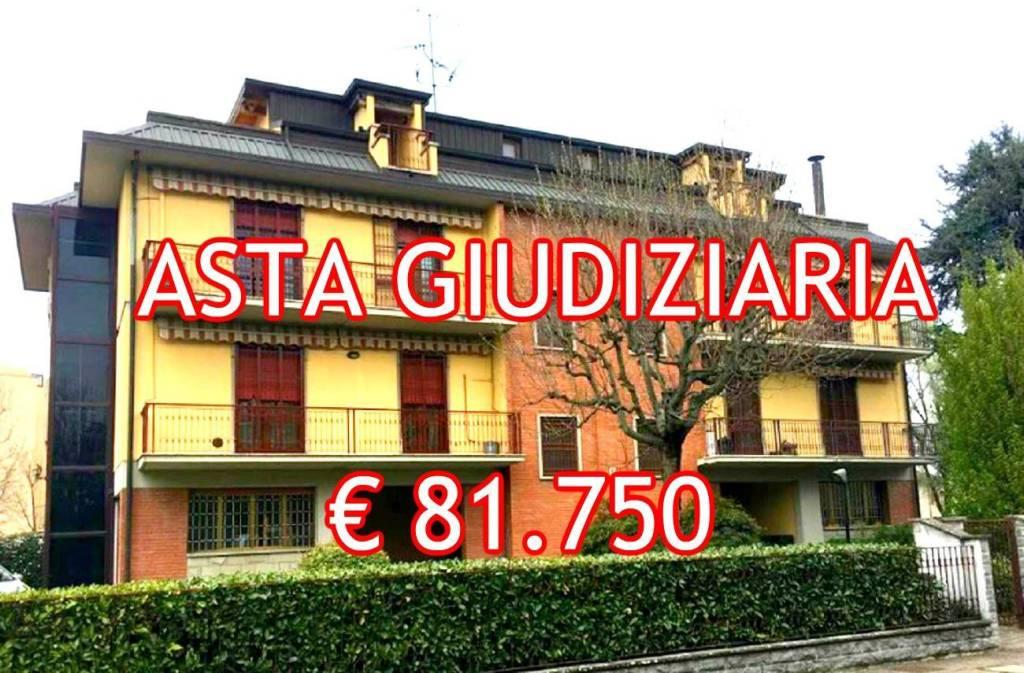 Appartamento in buone condizioni in vendita Rif. 9052845