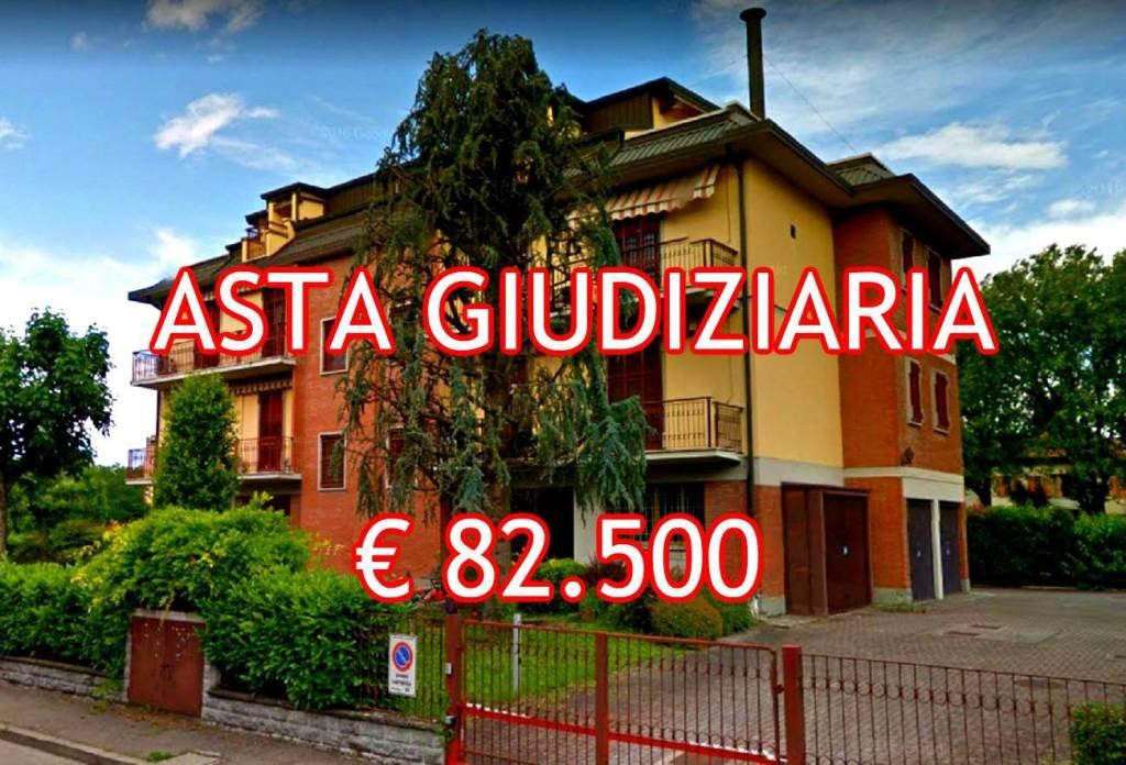 Appartamento in buone condizioni in vendita Rif. 9052846
