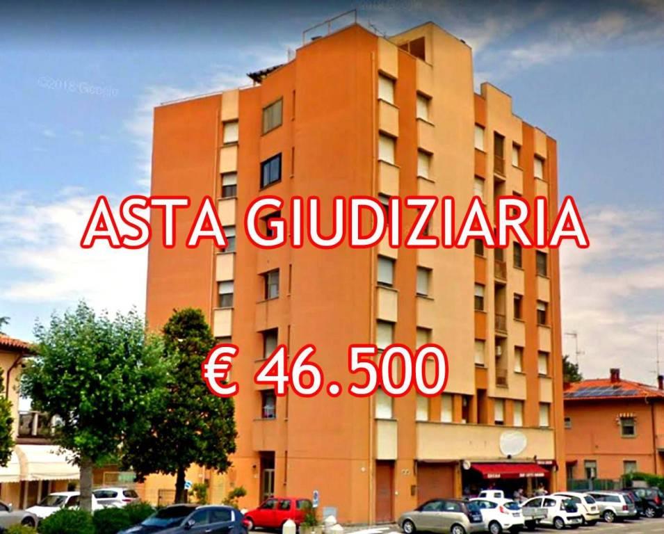 Appartamento in buone condizioni in vendita Rif. 9052848
