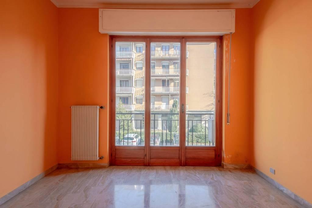 Appartamento in buone condizioni in vendita Rif. 9051897