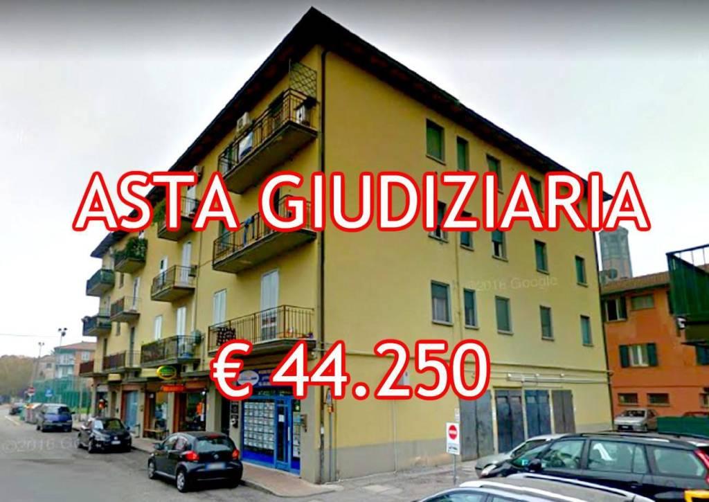Appartamento in buone condizioni in vendita Rif. 9052836
