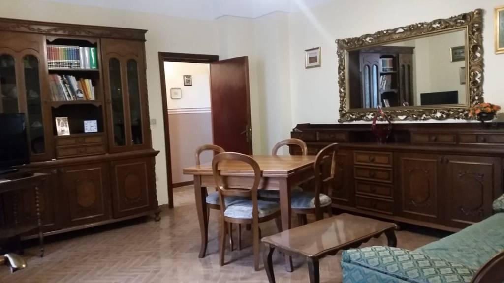 Appartamento in buone condizioni arredato in vendita Rif. 8185146