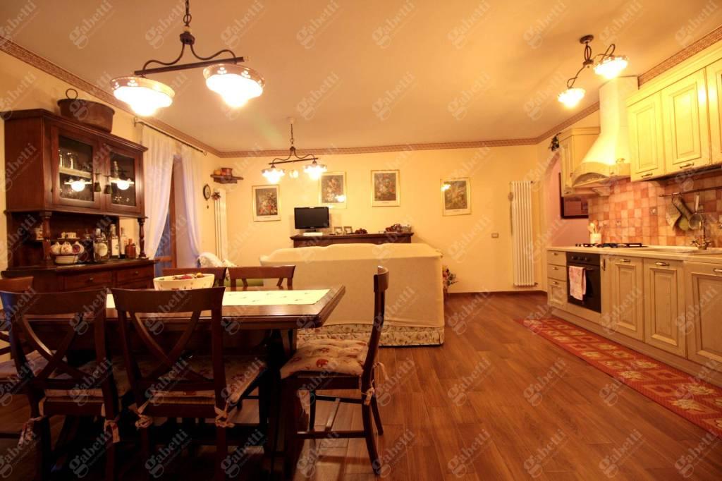 Appartamento in ottime condizioni in vendita Rif. 9212707