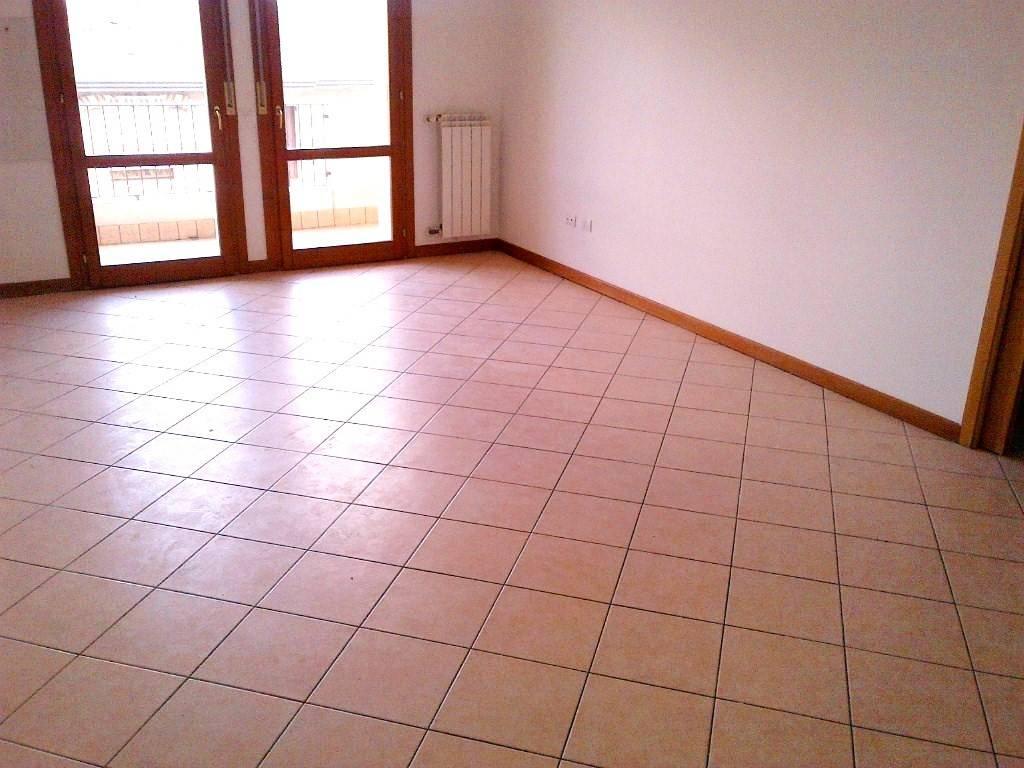 Appartamento in buone condizioni in vendita Rif. 9052934