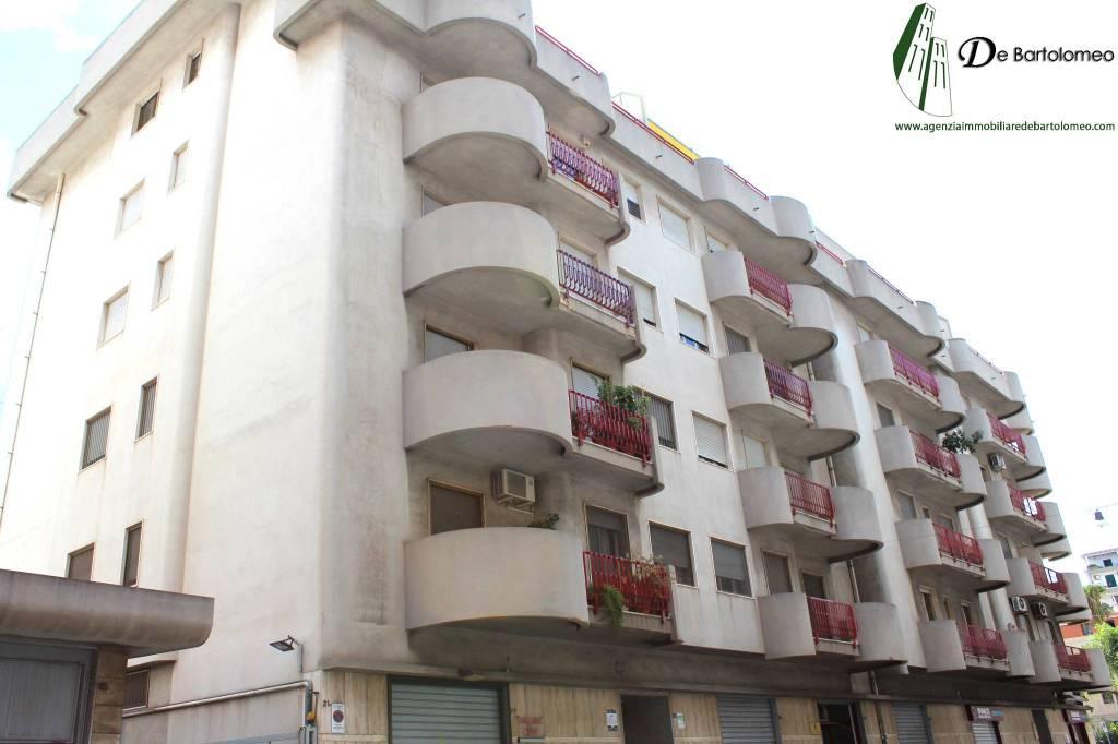 Appartamento quadrilocale in vendita a Taranto (TA)