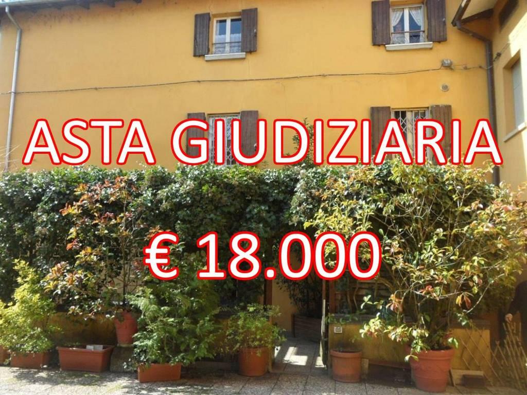 Appartamento in buone condizioni in vendita Rif. 9058839