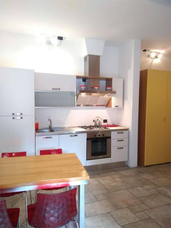 Appartamento in ottime condizioni arredato in affitto Rif. 9059073