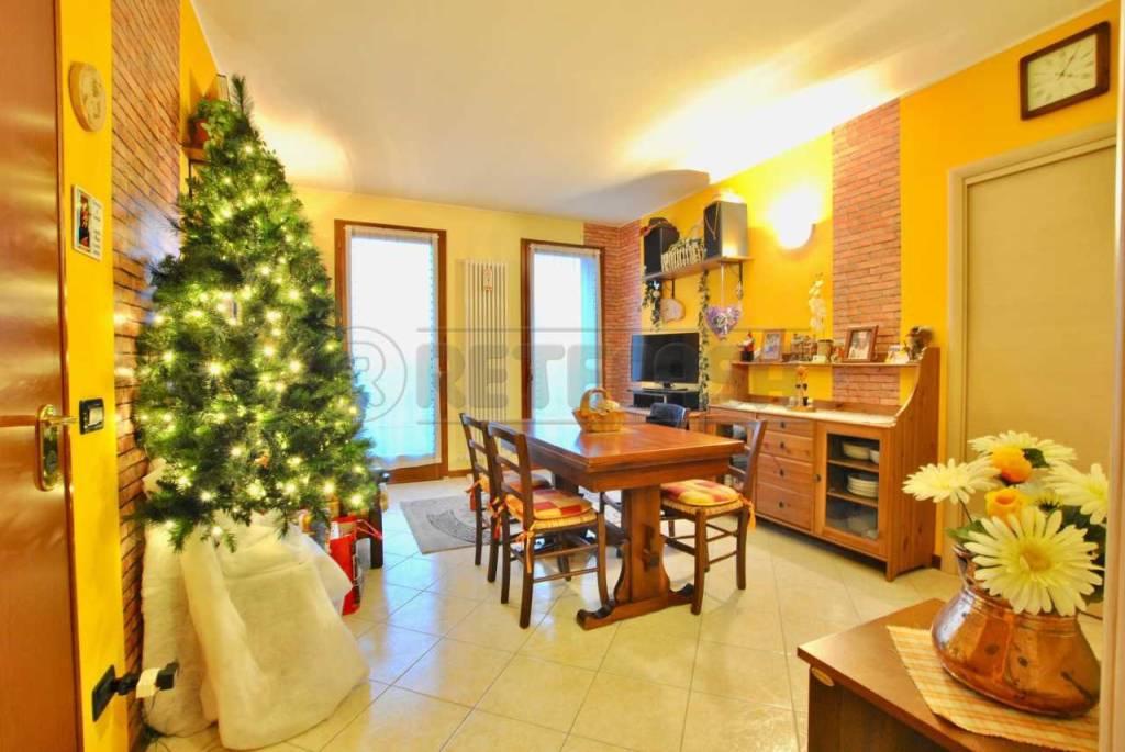 Appartamento in buone condizioni in vendita Rif. 9052871