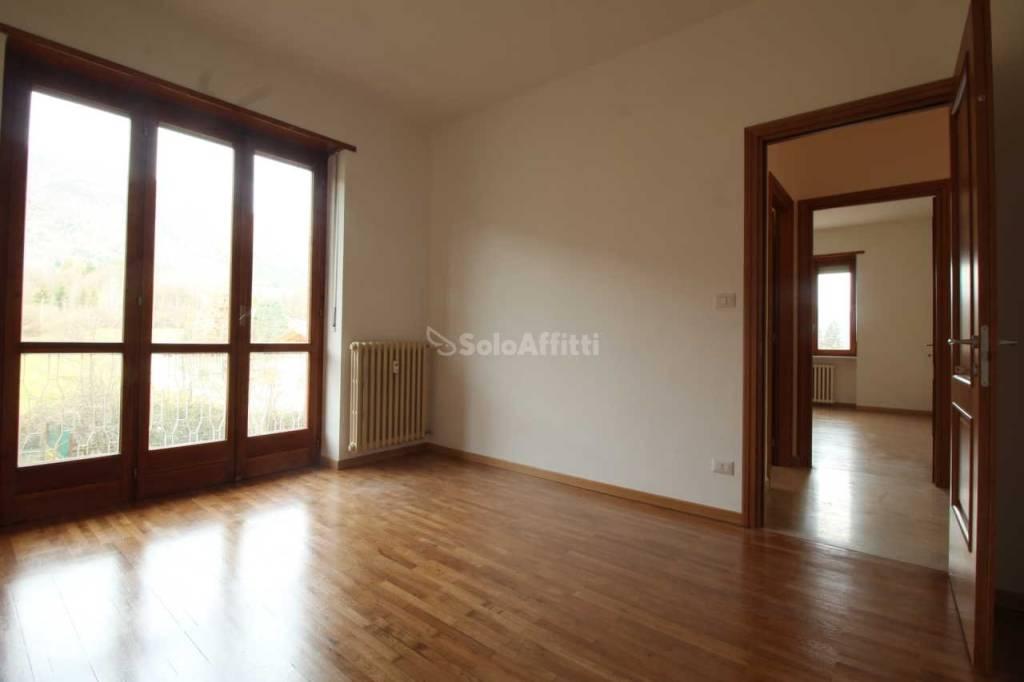 Appartamento in buone condizioni in affitto Rif. 9058875