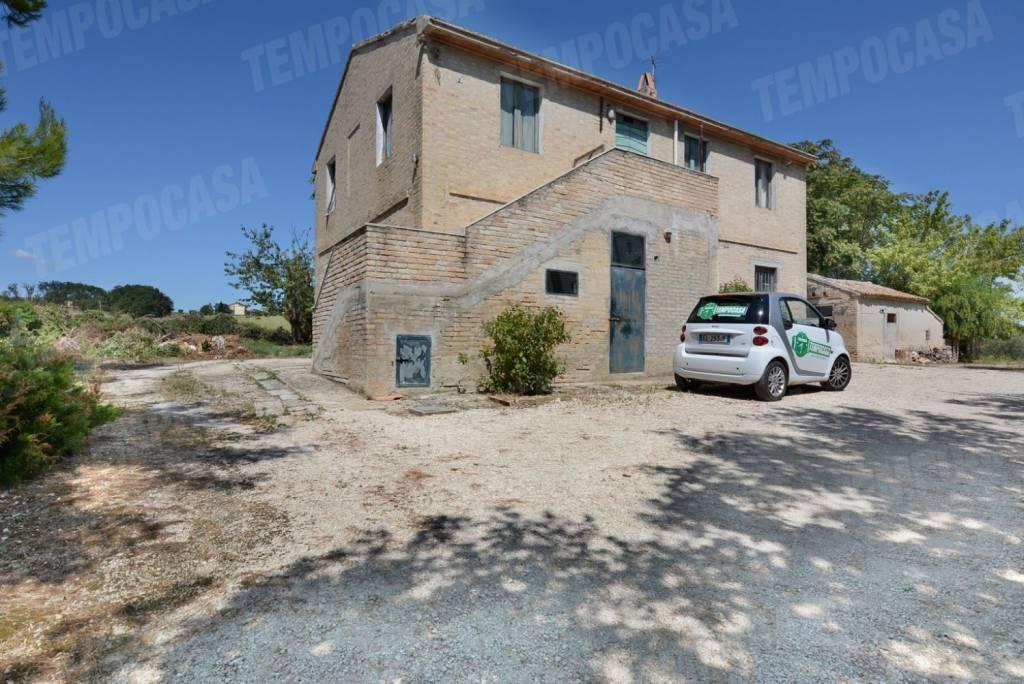 Rustico / Casale da ristrutturare in vendita Rif. 9059356