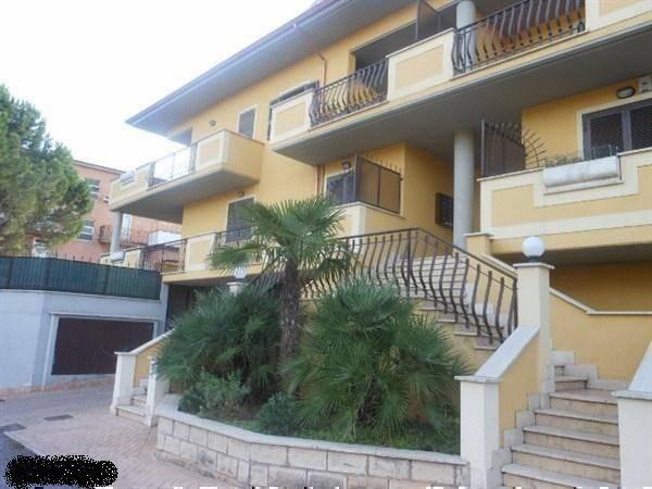 Appartamento in ottime condizioni parzialmente arredato in affitto Rif. 9058808