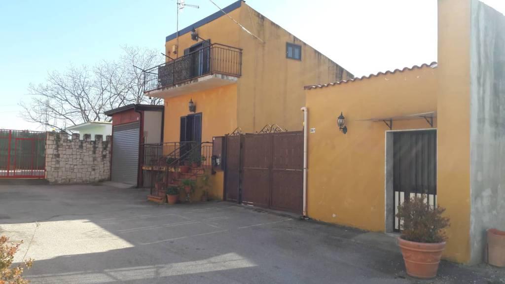 Stabile 5 locali in vendita a Maddaloni (CE)