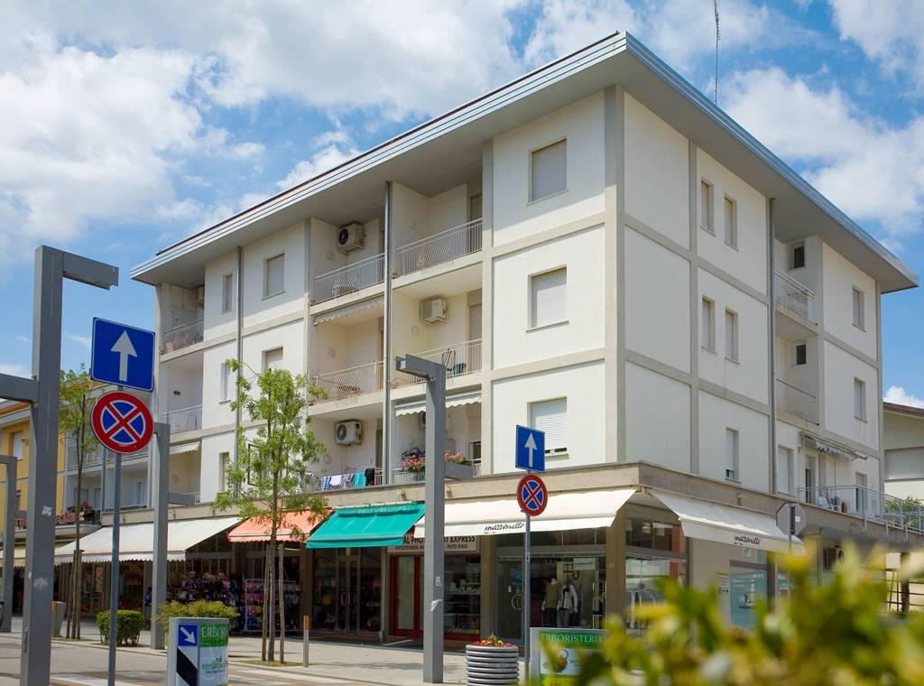 Appartamento in ottime condizioni arredato in affitto Rif. 9058563