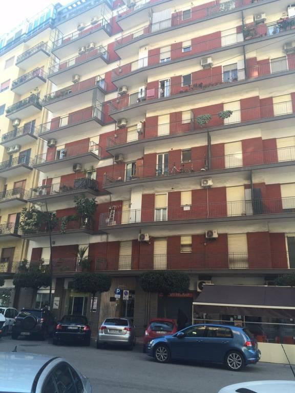 Taranto, ampio studio di 140 mq in zona di prestigio