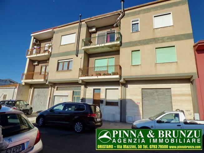 Appartamento in buone condizioni arredato in vendita Rif. 9058535