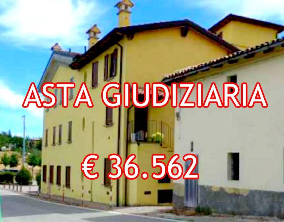 Appartamento in buone condizioni in vendita Rif. 9058835