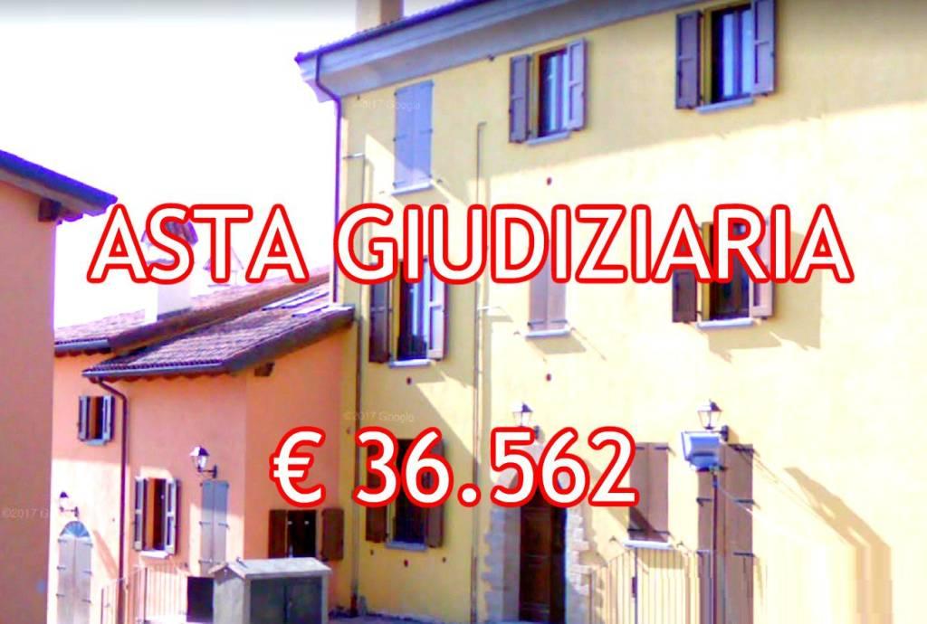 Appartamento in buone condizioni in vendita Rif. 9058837