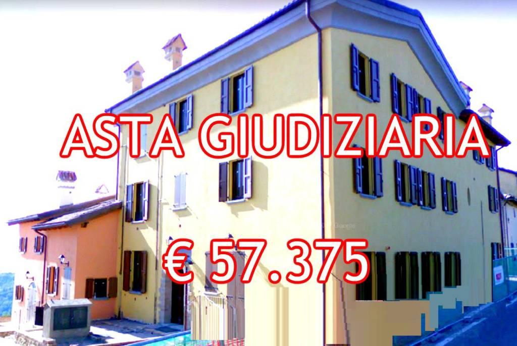 Appartamento in buone condizioni in vendita Rif. 9058838