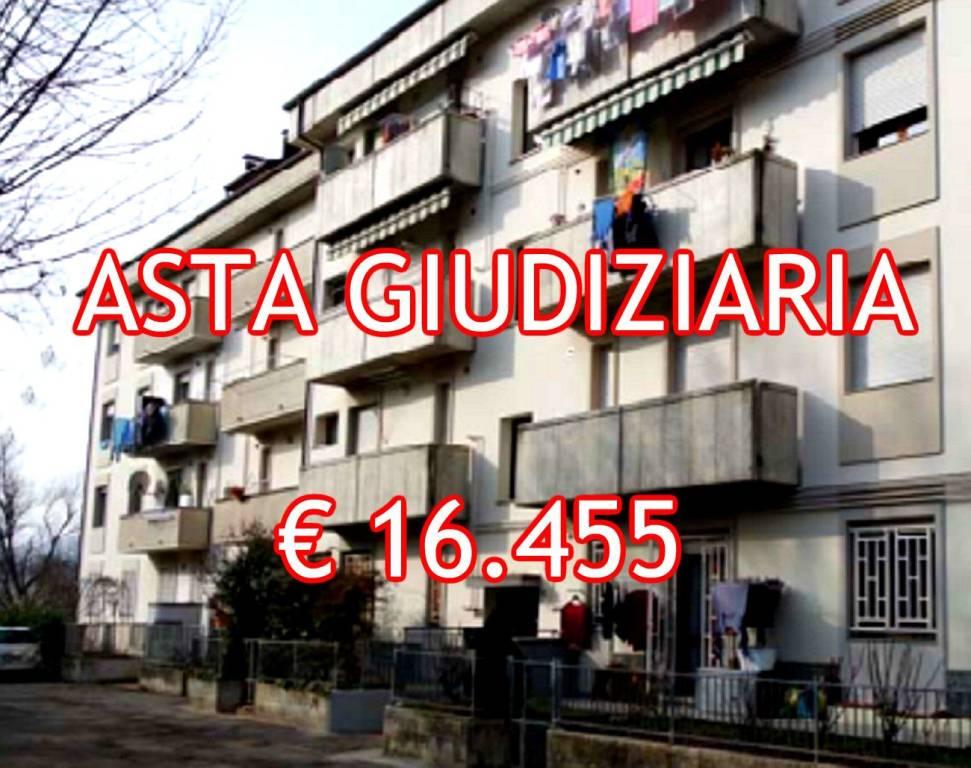 Appartamento in buone condizioni in vendita Rif. 9065474