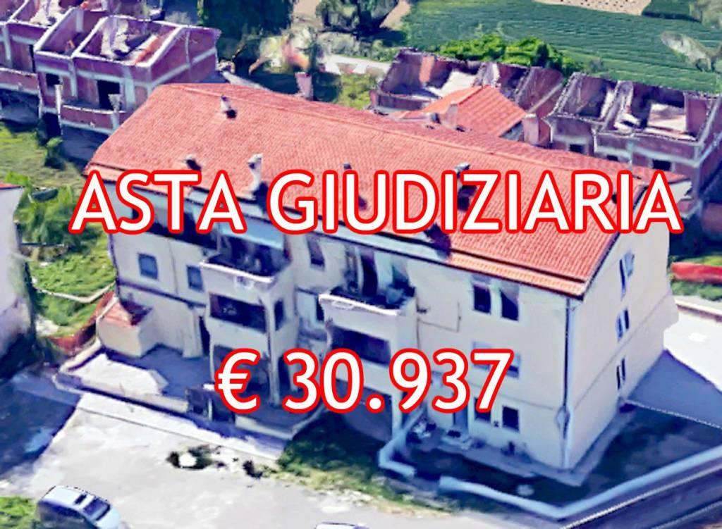 Appartamento in buone condizioni in vendita Rif. 9065477