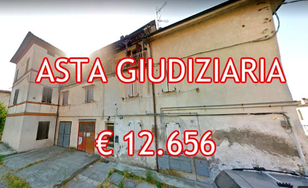 Appartamento in buone condizioni in vendita Rif. 9065469