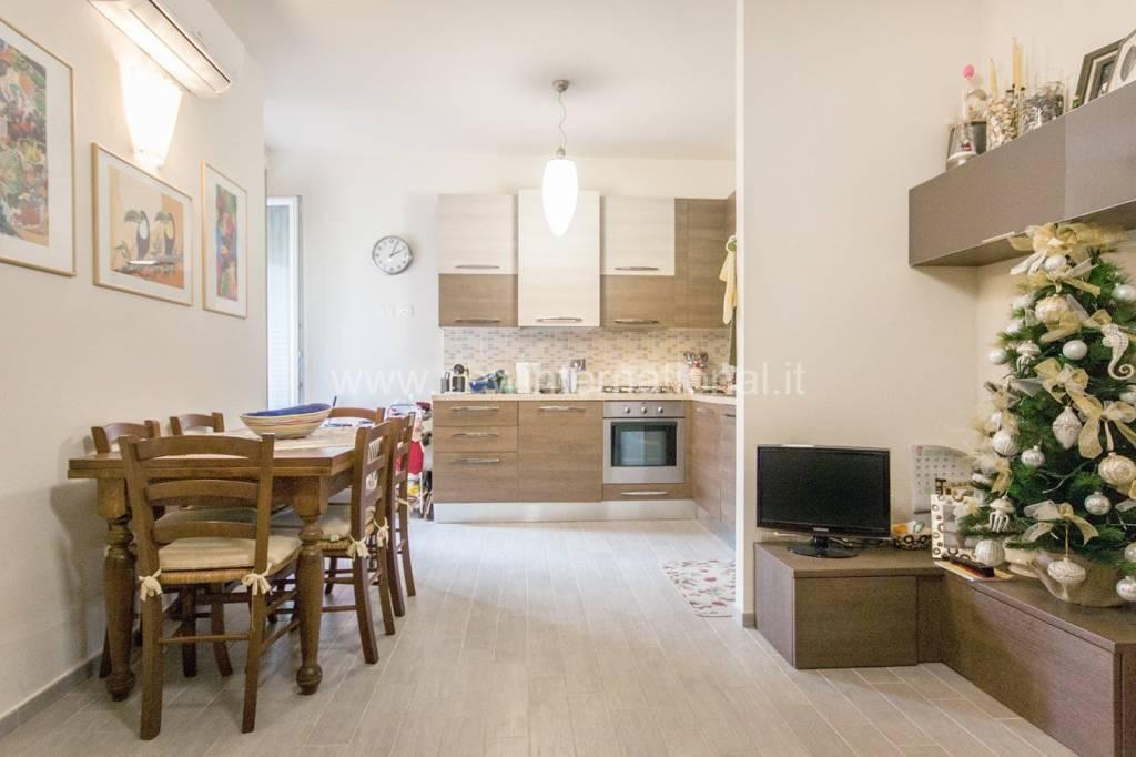Appartamento in ottime condizioni arredato in vendita Rif. 9065312