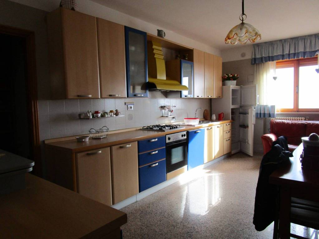 Appartamento quadrilocale in affitto a Manfredonia (FG)