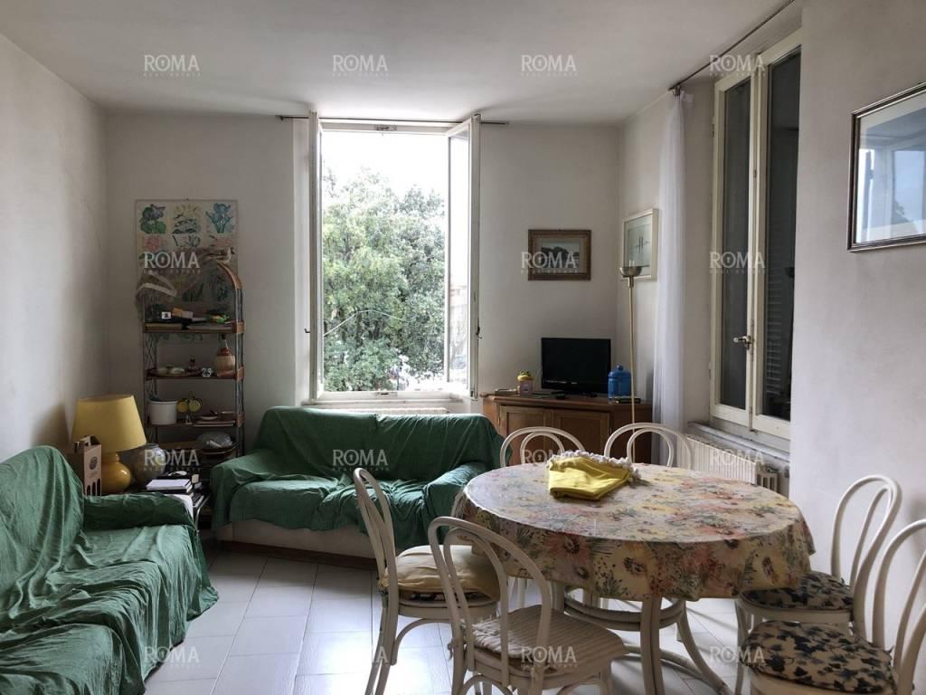 Appartamento da ristrutturare in vendita Rif. 9065424