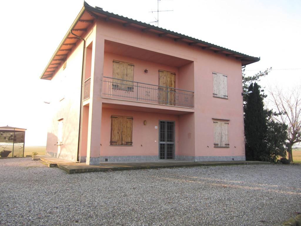 Villa 6 locali in vendita a Crevalcore (BO)