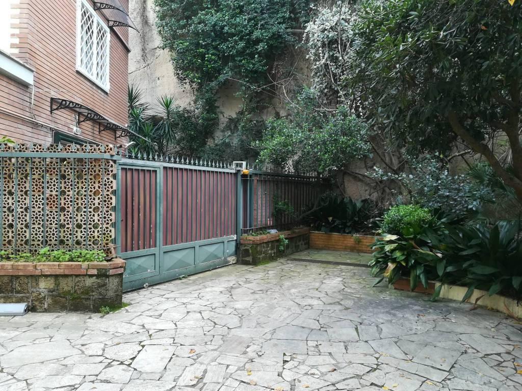 Villa 6 locali in vendita a Napoli (NA)