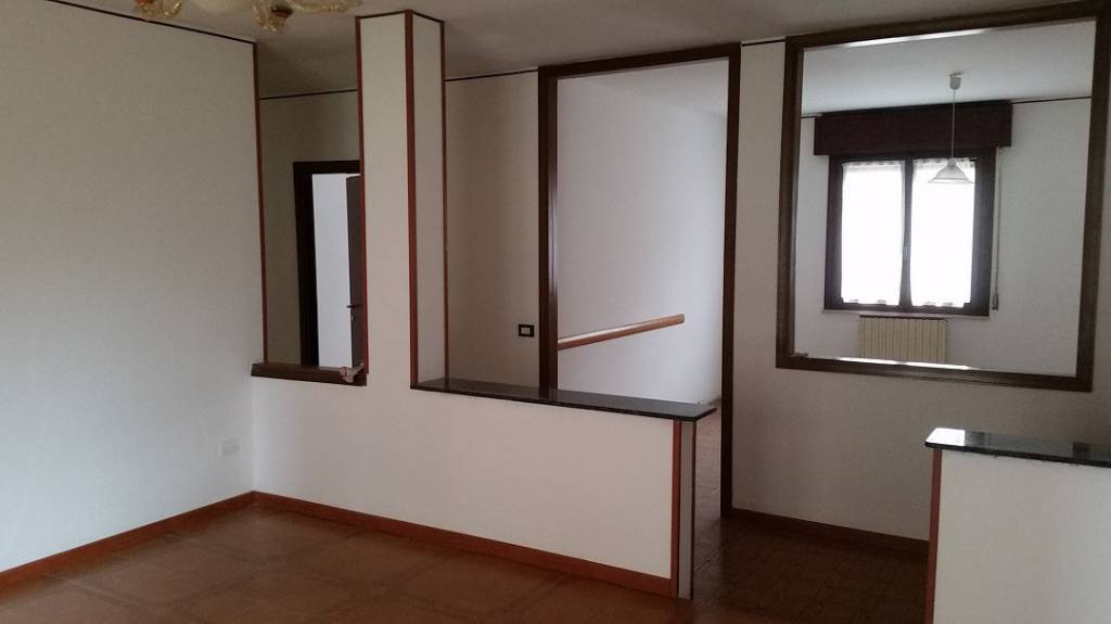 Appartamento in affitto a Sorgà, 5 locali, prezzo € 480 | CambioCasa.it