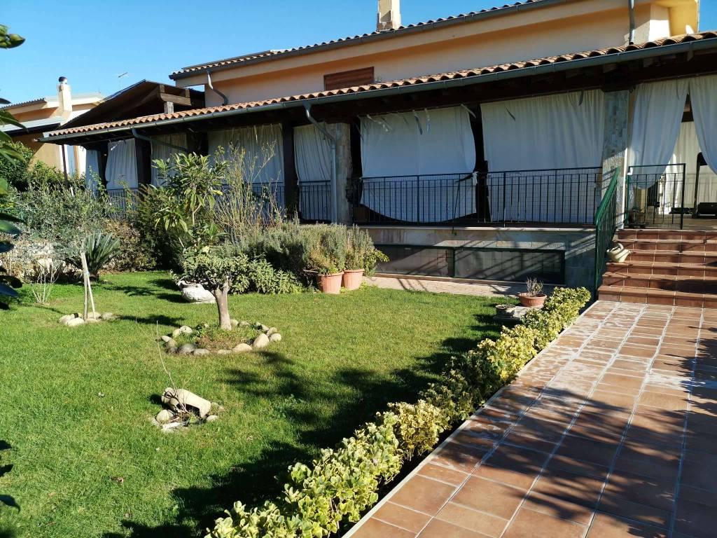 Villa in vendita a Fiano Romano, 10 locali, prezzo € 699.000 | CambioCasa.it