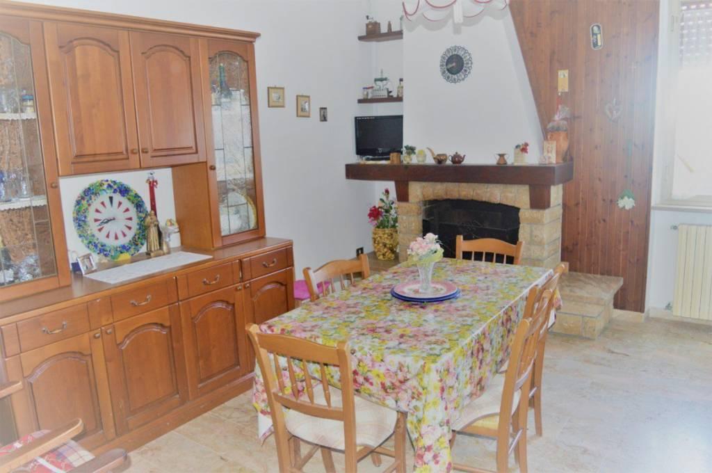 Appartamento in buone condizioni in vendita Rif. 9078689