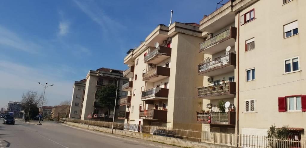 Appartamento in buone condizioni in vendita Rif. 9052677