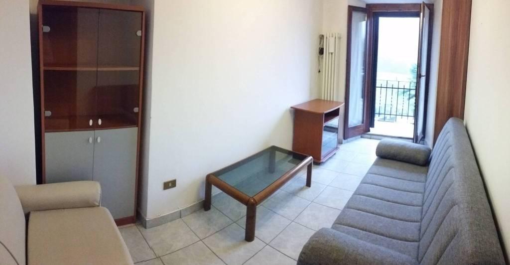 Appartamento in buone condizioni arredato in affitto Rif. 9052739