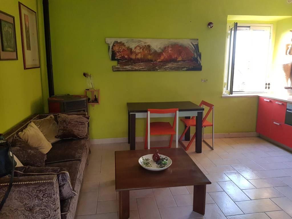 Appartamento in buone condizioni parzialmente arredato in vendita Rif. 4831927