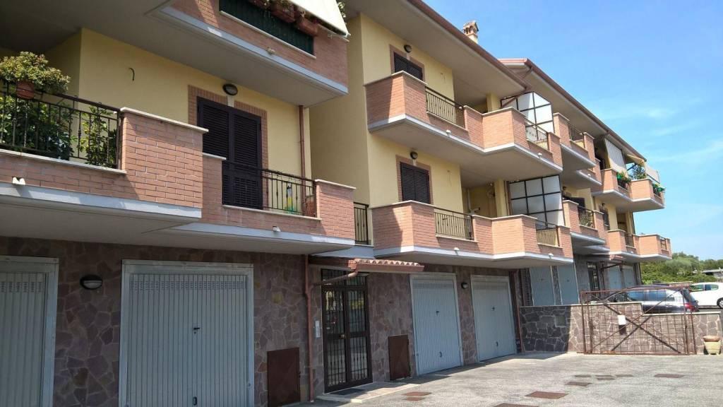Appartamento parzialmente arredato in affitto Rif. 9077691