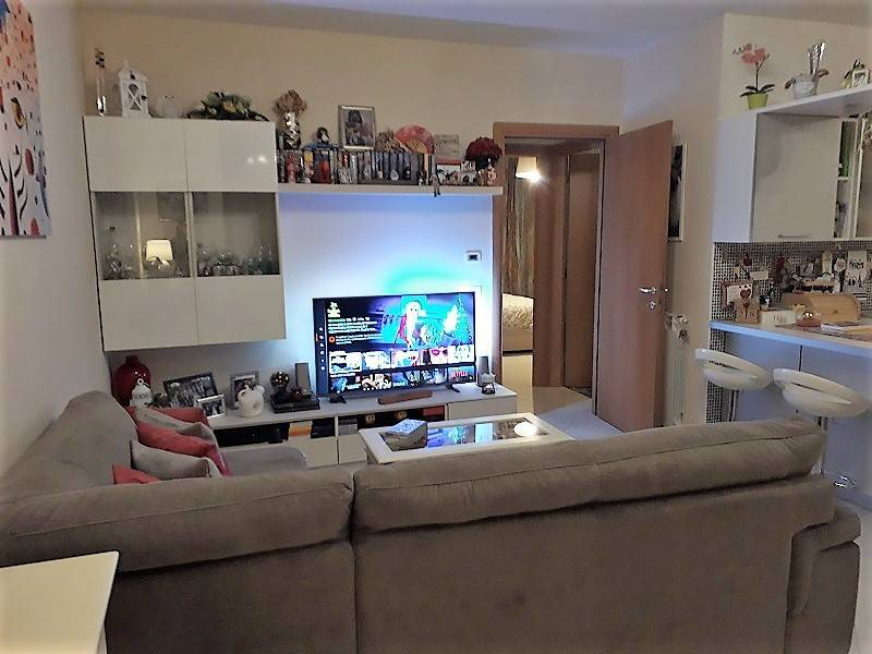Appartamento in ottime condizioni in vendita Rif. 9077169