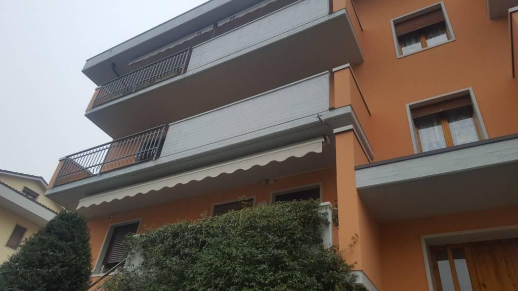 Appartamento in buone condizioni in vendita Rif. 9076897