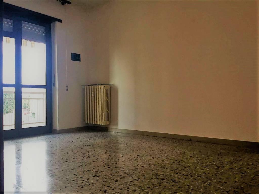 Appartamento in buone condizioni in affitto Rif. 9077188