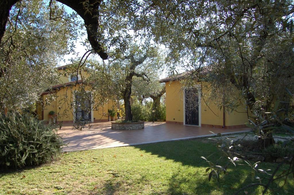 Canneto (Fara in Sabina) - Rif.F(050) -villa