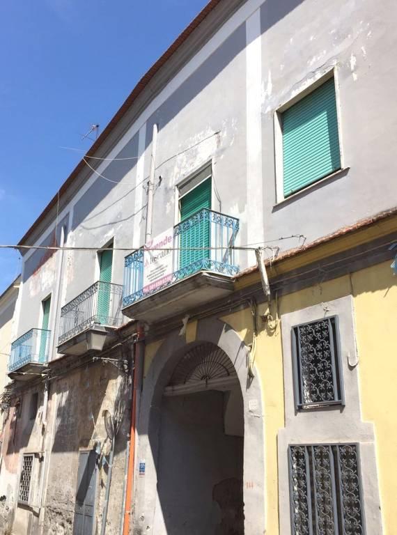 Appartamento da ristrutturare in vendita Rif. 9077491